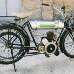 (9) Triumph JUNIOR. Cilindrata 225cc, anno 1922, monocilindro, Inghilterra. Motore a due tempi.
