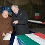 Il prefetto Compagnucci consegna la medaglia a Bartolomeo Golfera