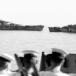 Maddalena, i marinai italiani guardano partire le navi tedesche.