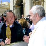Enzo Babini dona a Papa Francesco una scultura ceramica