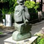 Piazzale Umberto Brunelli - Madre in attesa (1972), bronzo