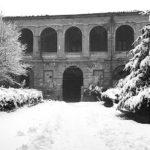 Il cortile di Palazzo Gradenigo, a sinistra si nota l'apertura per il fascio luce del proiettore.